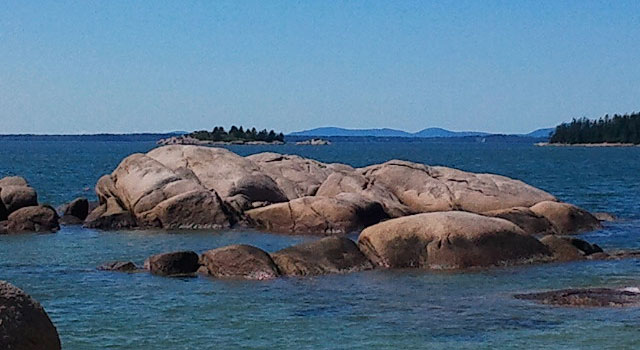 Rocks and islands in Stonington Maine